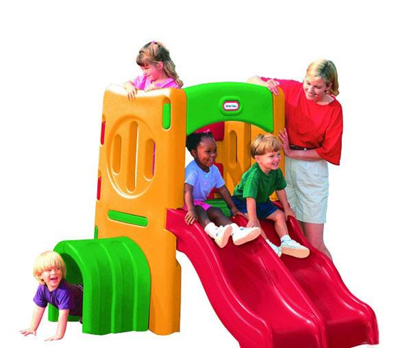 Tùy vào độ tuổi của bé để bố mẹ có thể chọn cầu trượt phù hợp với các con