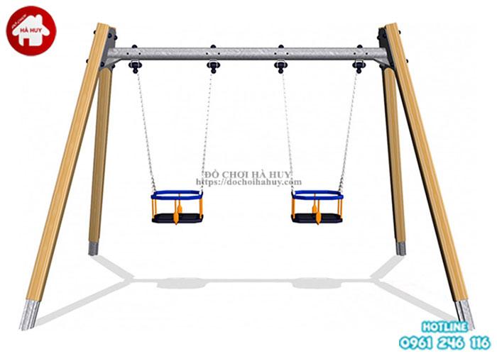 Trò chơi xích đu ngoài trời cũng phổ biến ở khu vui chơi, ở trường học của bé